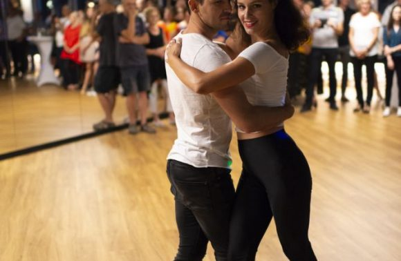 LATINO | Salsa in Bachata